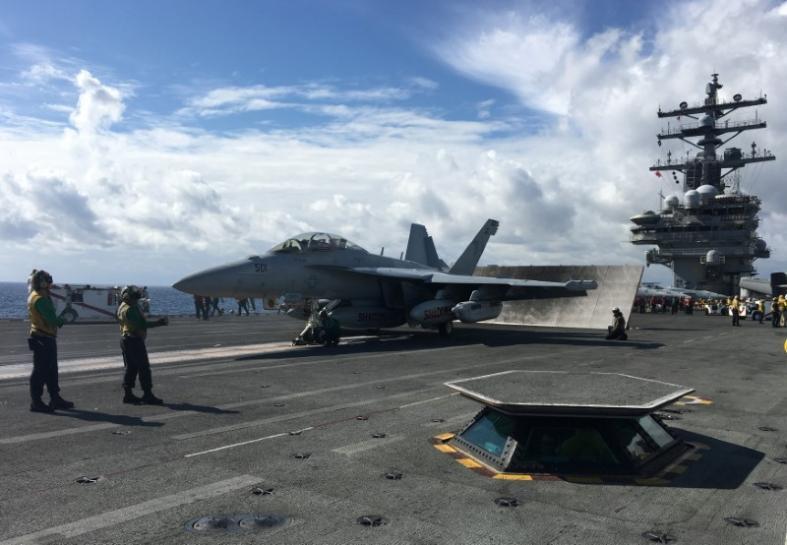 U.S. carrier patrols off Korean peninsula in warning to Pyongyang https://t.co/laZLxF06lq https://t.co/EghjzKOOIY