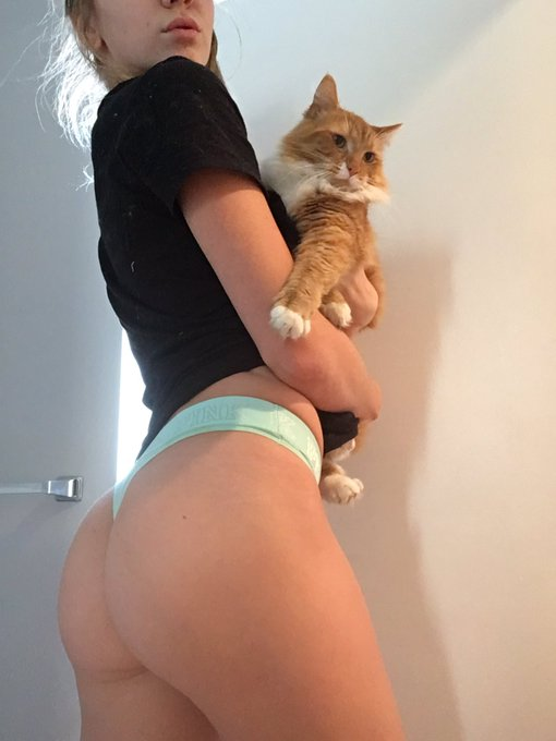 1 pic. BOOTY GAINZ & taco 😌 https://t.co/nkikNC8bC0
