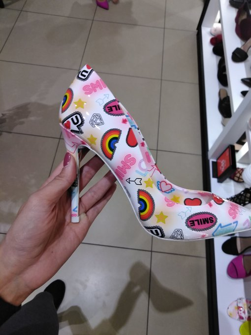 Crazy heels ..lol https://t.co/rrRF5ovSeg