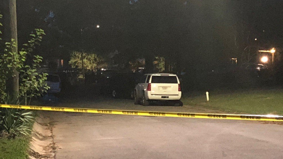Police: Officers fatally shoot suspect while responding to domestic violence call