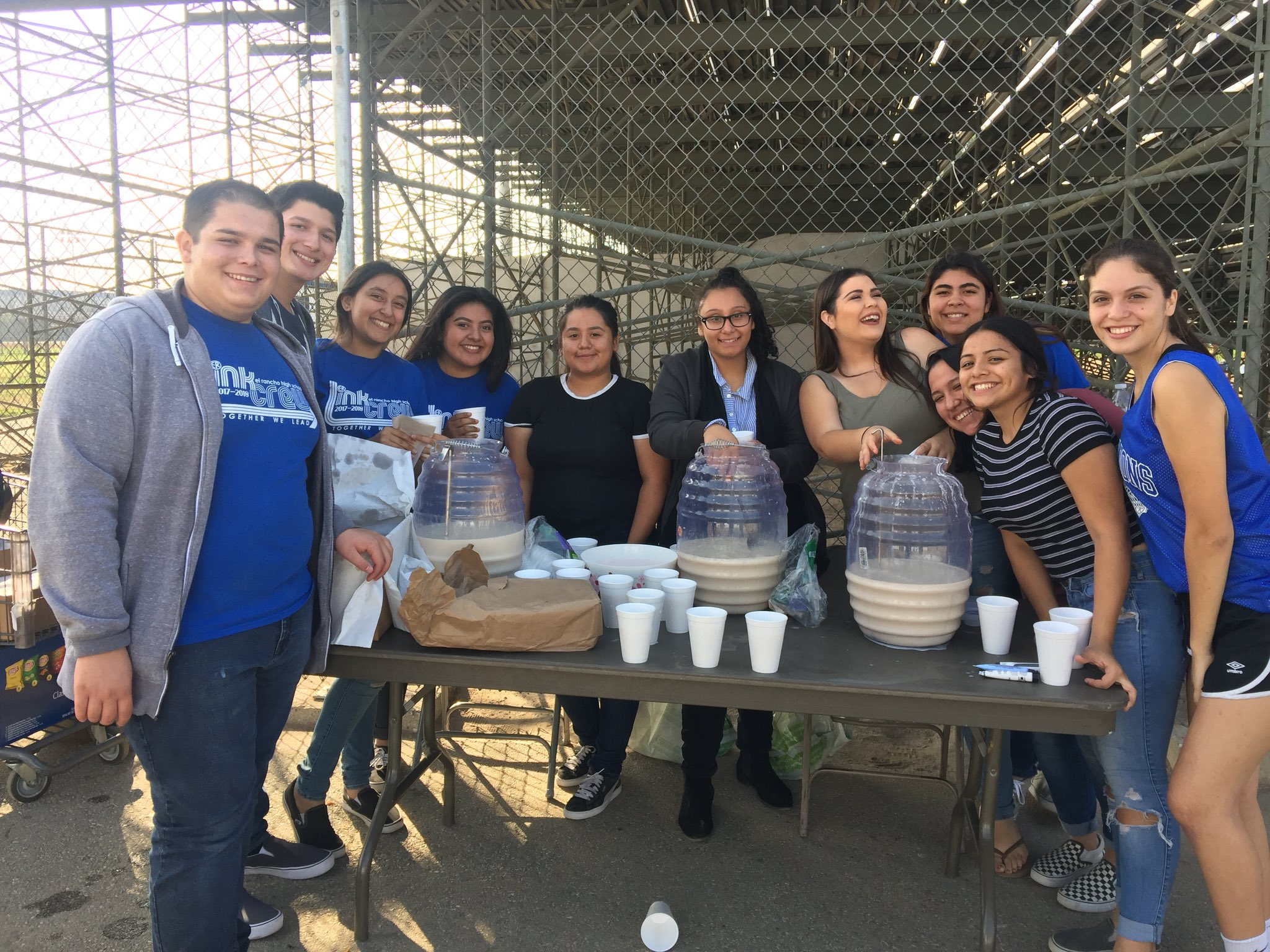 Link Crew showing �� for our 9th graders! Free churros and horchata at the Freshman Football game @ERHSLinkCrew https://t.co/qm2z7R88FL