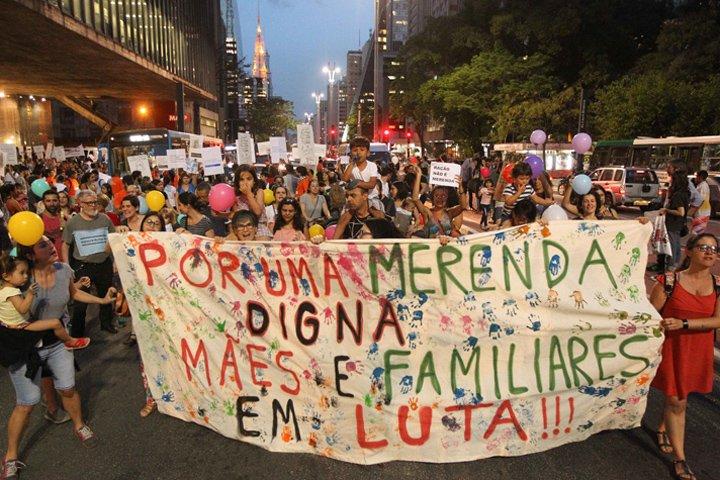 @BroadcastImagem: Protesto contra o uso da farinata na merenda escolar da Educação Municipal em São Paulo. Daniel Teixeira/Estadão