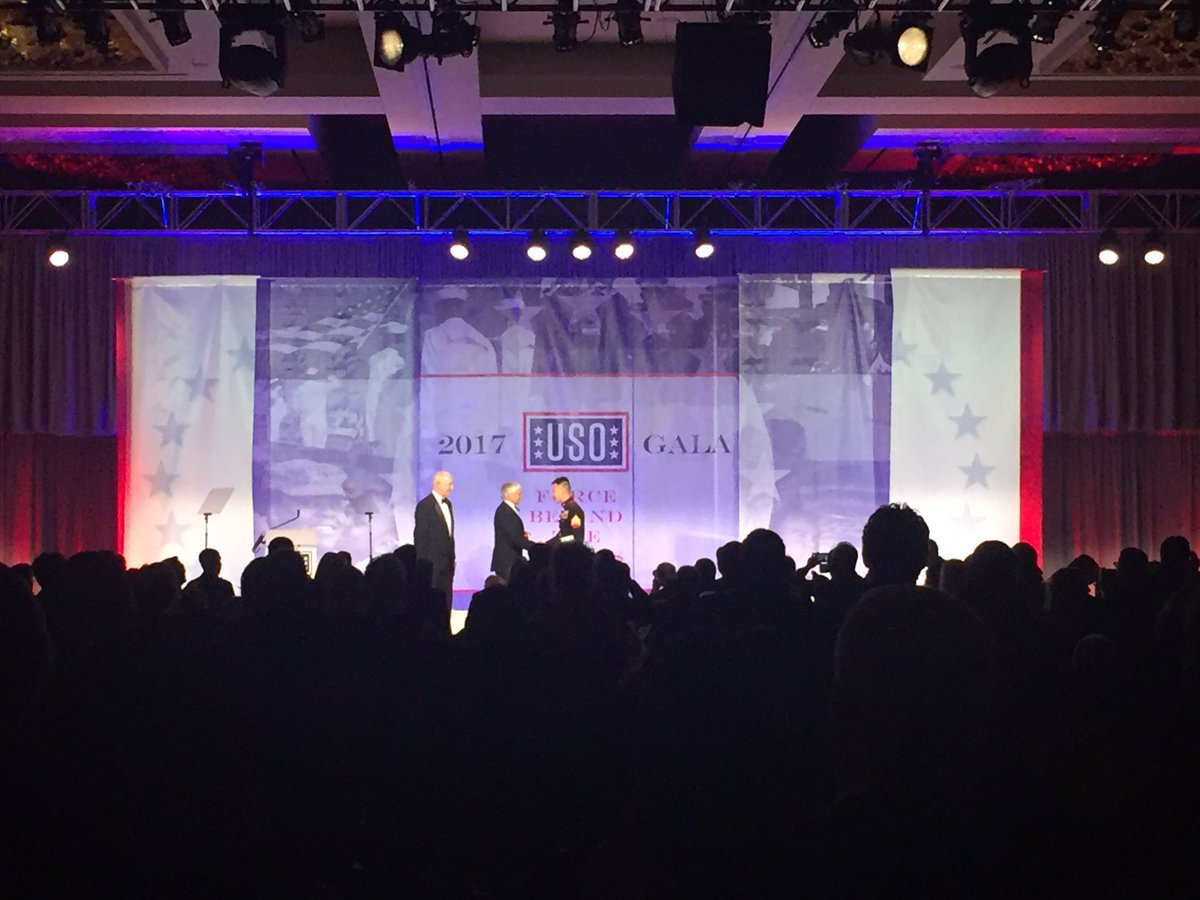 Congrats to our Overseas USO Volunteer of the Year Marine Corps Sgt. Phat Huynh! #USOGala https://t.co/vDmY29o9cf
