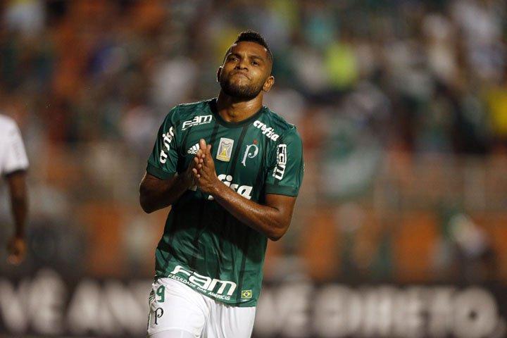 @BroadcastImagem: Após quatro meses, Borja marca e Palmeiras derrota a Ponte Preta no Pacaembu. Alex Silva/Estadão