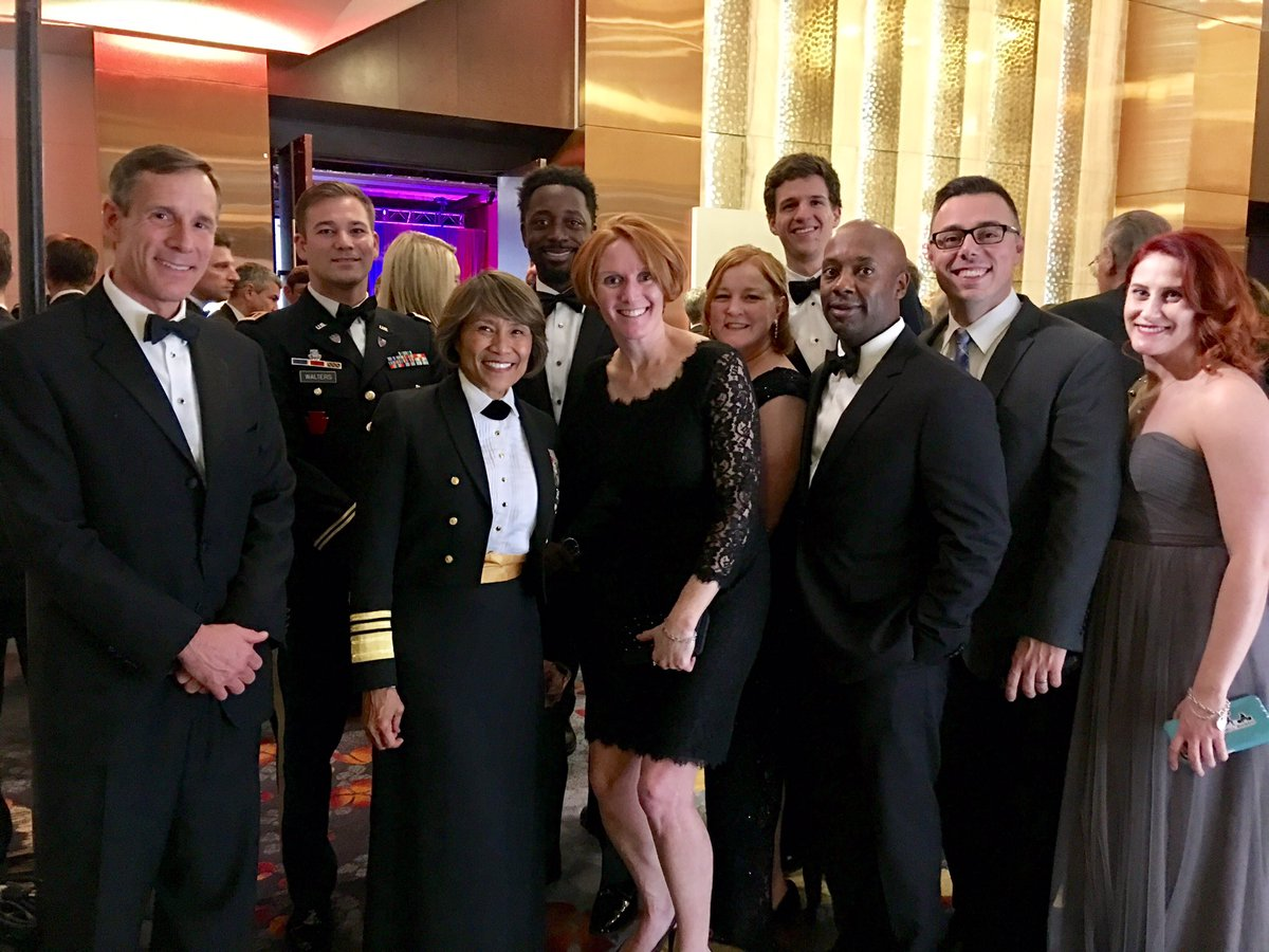 So great to see @dawnhalfaker from @the_USO Board tonight. Great night of recognizing our best at the #USOGala! https://t.co/2C0jJcKl9u