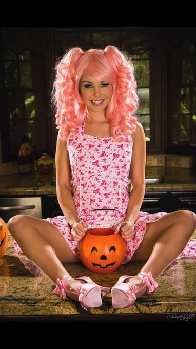 1 pic. More #HalloweenPorn 🎃👻🍓🎀 https://t.co/zXi382R37U