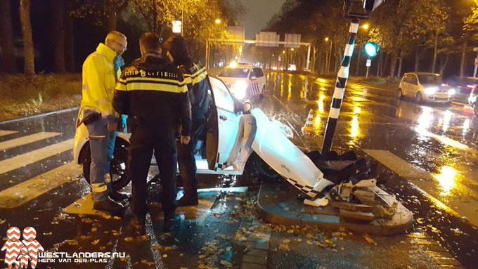 Brommobiel total loss na schuiver Lozerlaan https://t.co/uif9PKR7o6 https://t.co/nw2PteGBRj