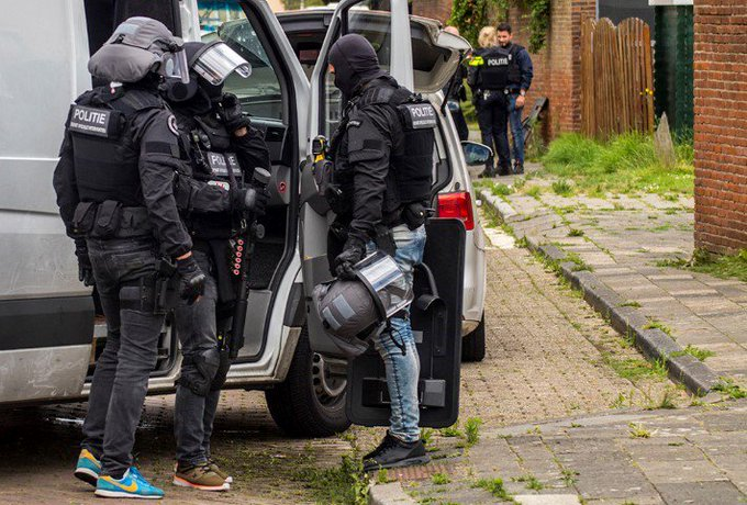 Tien kilo cocaïne gevonden in Schiedamse woning https://t.co/gJEa4g5DEO https://t.co/CPCfUG5WMe