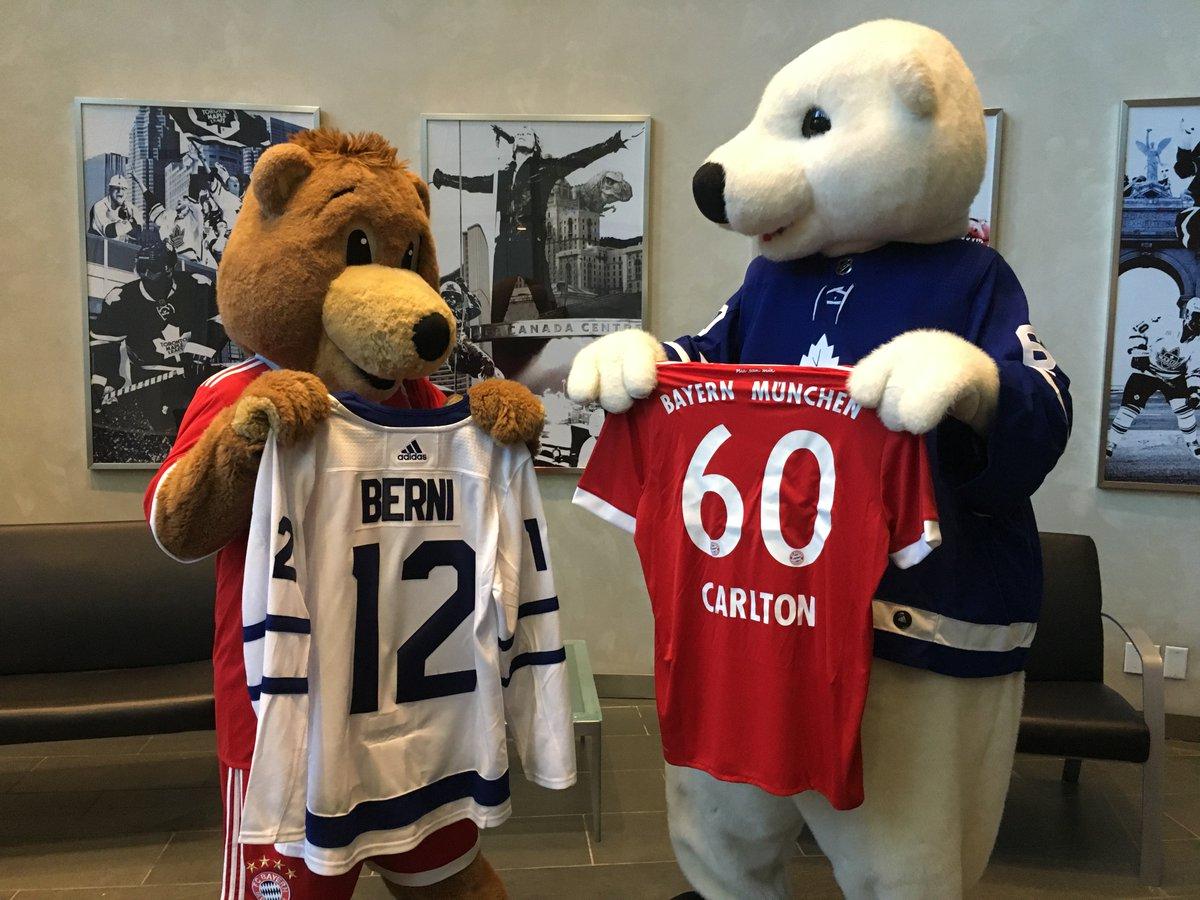 RT @MapleLeafs: Bear Squared.   @CarltonTheBear meets a visiting friend in @FCBayernUS @FCBerni12. #TMLtalk https://t.co/0PAryrCmQe