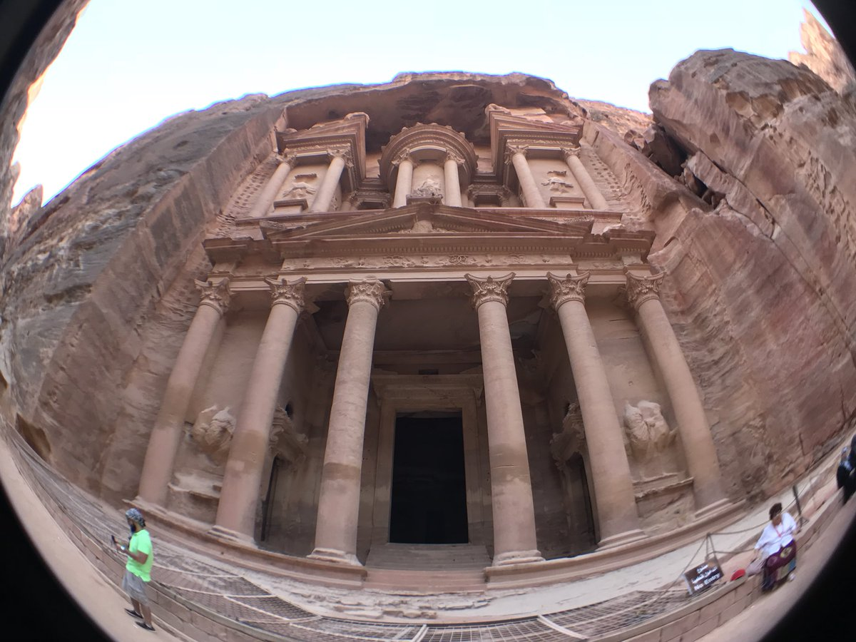 Saludos a todos desde #Petra... #ShabbatShalom Feliz Fin de semana... https://t.co/Fd3RoFtovg