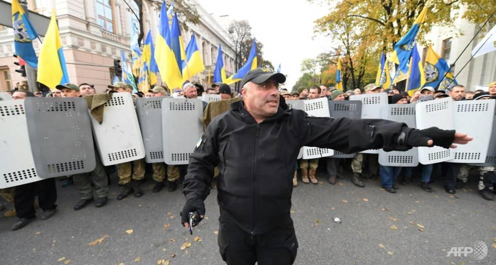 Ukraine leader vows to launch anti-corruption court