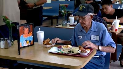 93-year-old takes late wife's photo to restaurant so he can still have lunch dates withher