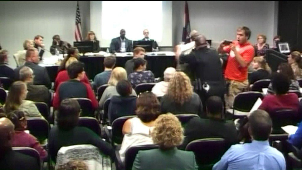 Professor tackled during St. Louis community collegemeeting