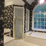 Bathroom makeovers show refreshing ways to use marble