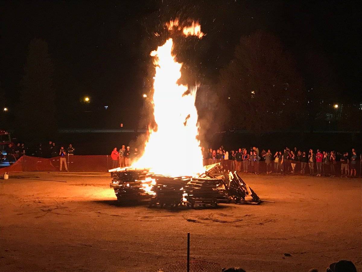 RT @PikeParker: Homecoming bonfire at @UNCBearsFB Watch game tomorrow on @ROOTSPORTS_NW https://t.co/uMRt8nDHMc
