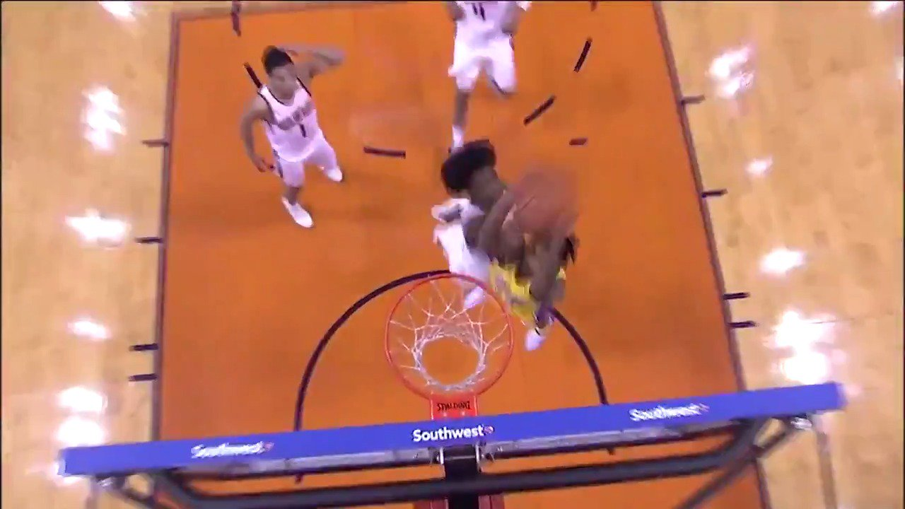 Brandon Ingram throws down the hammer! #LakeShow https://t.co/CHwiUavqqZ