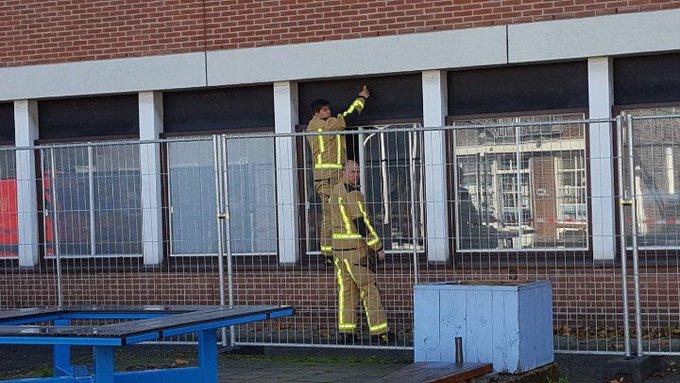 Naaldwijk Gaslucht / lek in oude gemeentehuis aan de Stokdijkkade Brandweer doet onderzoek. Middel hulpverlening. https://t.co/A55R2GqeOF