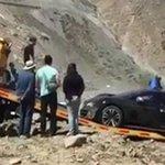 Social, una Bugatti da 2 milioni di euro finisce nel burrone
