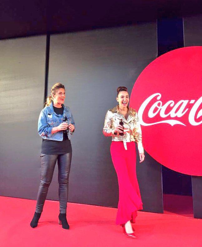 #CCME #CCME2017 Qué gozada de fiesta !!  con mi amiga @CarlotaLlauger y @CocaCola_es en #Madrid 🎶🎵 💋 https://t.co/8ZM8WuO01j