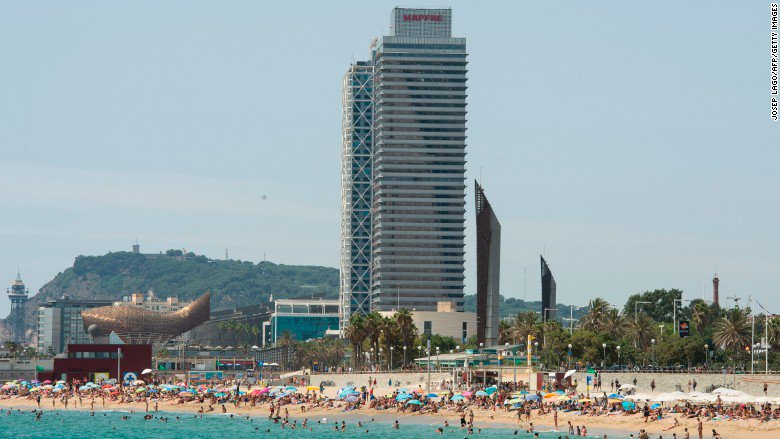 Political turmoil is scaring tourists away from Barcelona https://t.co/ve7qONQ4zT https://t.co/ALI9ngo3RC