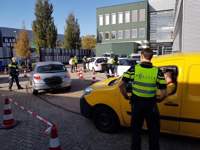 Bekeuringen tijdens politiecontrole bij Westlandseweg https://t.co/7Cn8nqB966 https://t.co/zo4S126063