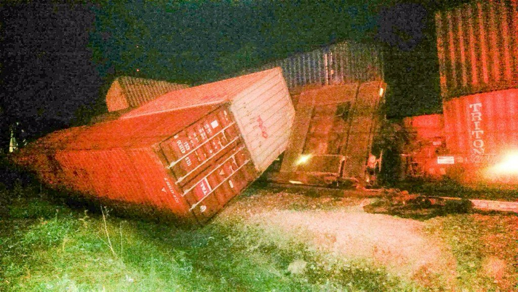 Train derails in Tennessee, more than 50 cars off track
