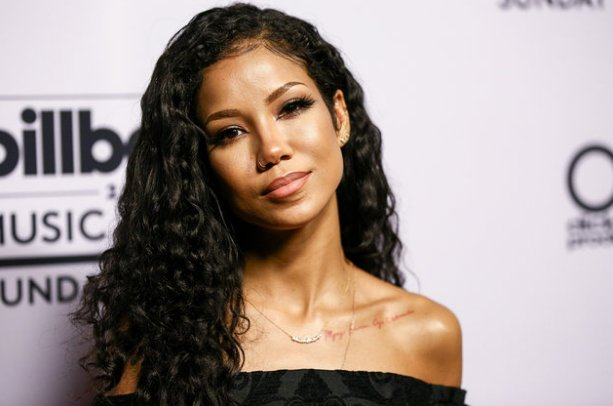 Jhene Aiko teams up with Get Schooled to launch her #PennyPens campaign https://t.co/vH776QOeEL https://t.co/TfKHqphcMH