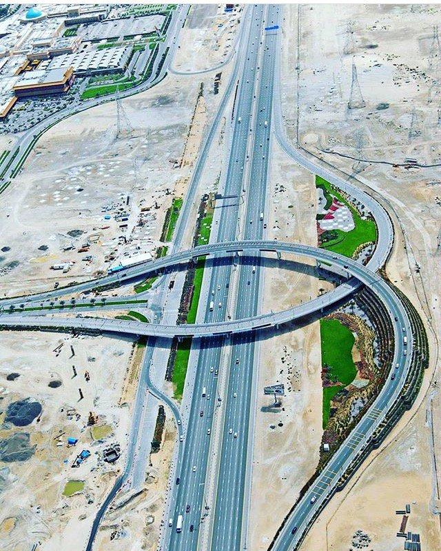 Una muestra de la infraestructura en Dubai, Emiratos Árabes Unidos, el persistente número 1 en el ranking mundial de calidad de carreteras. https://t.co/LLRwpQnBTf
