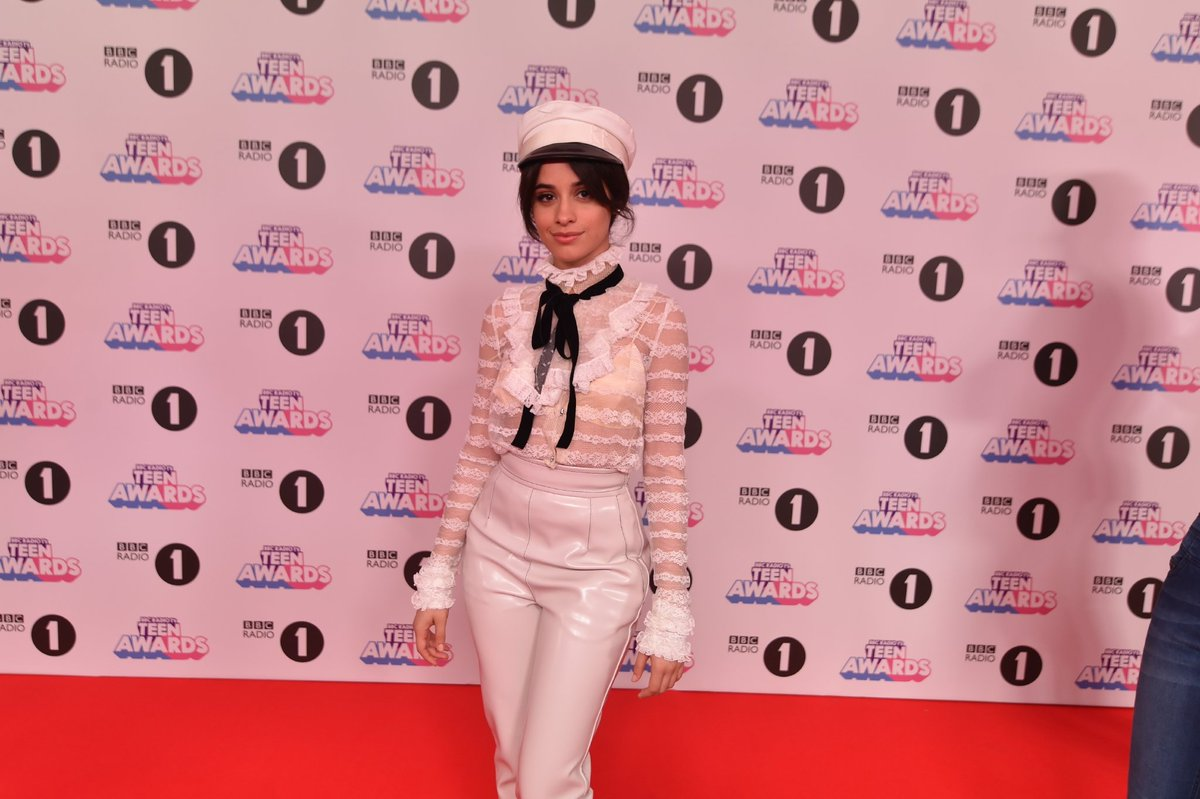 RT @BBCR1: 💕 A LOOK 💕  @Camila_Cabello arrives at the #R1TeenAwards https://t.co/cvbWsJC8hO