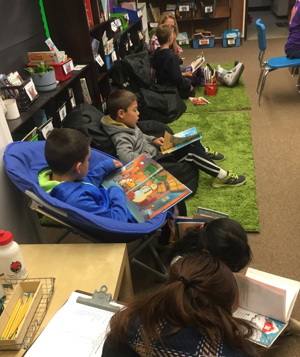 ❤️how T starts the day w/Independent Reading. Ss choose their books! You could feel the #joy in this room! #G2Great https://t.co/Juv4nXdBt6
