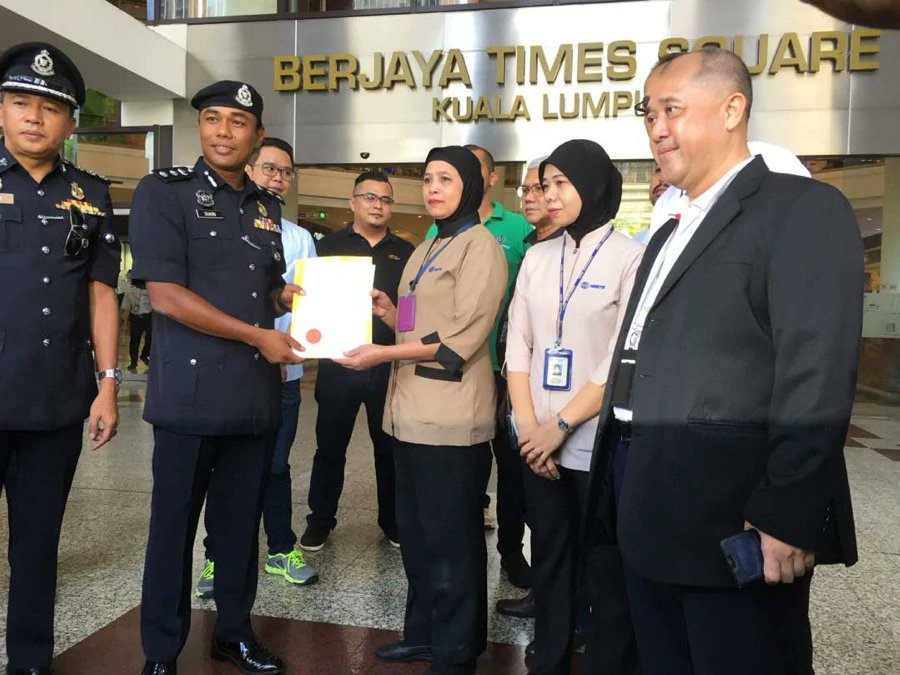 Mall cleaner discovers wallet containing RM12,600; hands it over to management