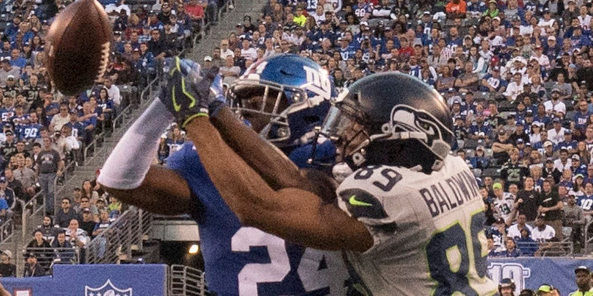 Seahawks receiver Doug Baldwin shoves assistant coach Tom Cable on sideline https://t.co/RB3J2bHtEV https://t.co/ZwsHzljOYi