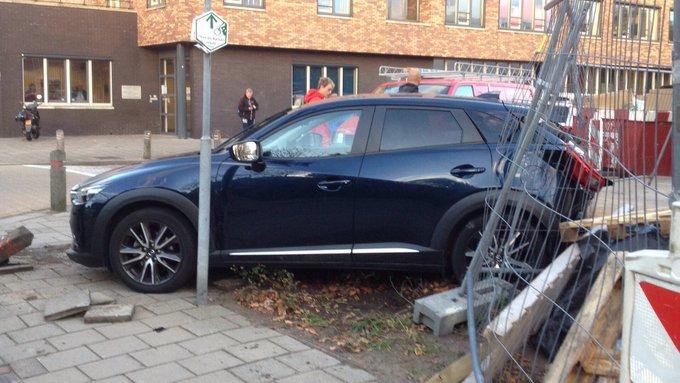 Eenzijdig ongeluk waarbij automobilist een hekwerk in zijn achteruit heeft geramd op de Hoflaan s-Gravenzande https://t.co/CvyjKDreXi