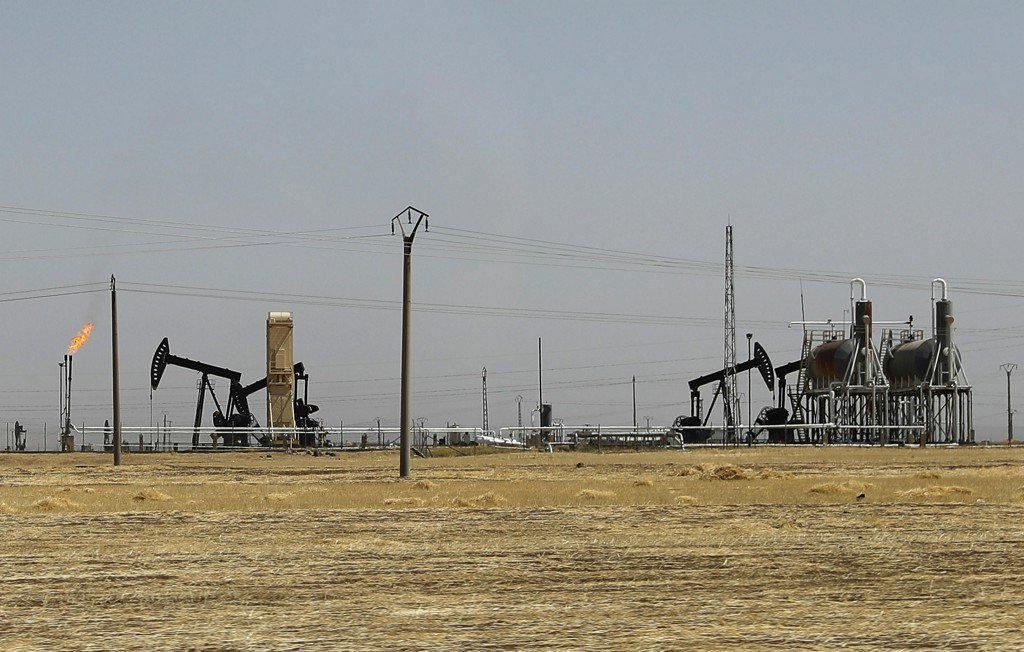 U.S.-allied force captures Syria's largest oil field from ISIS