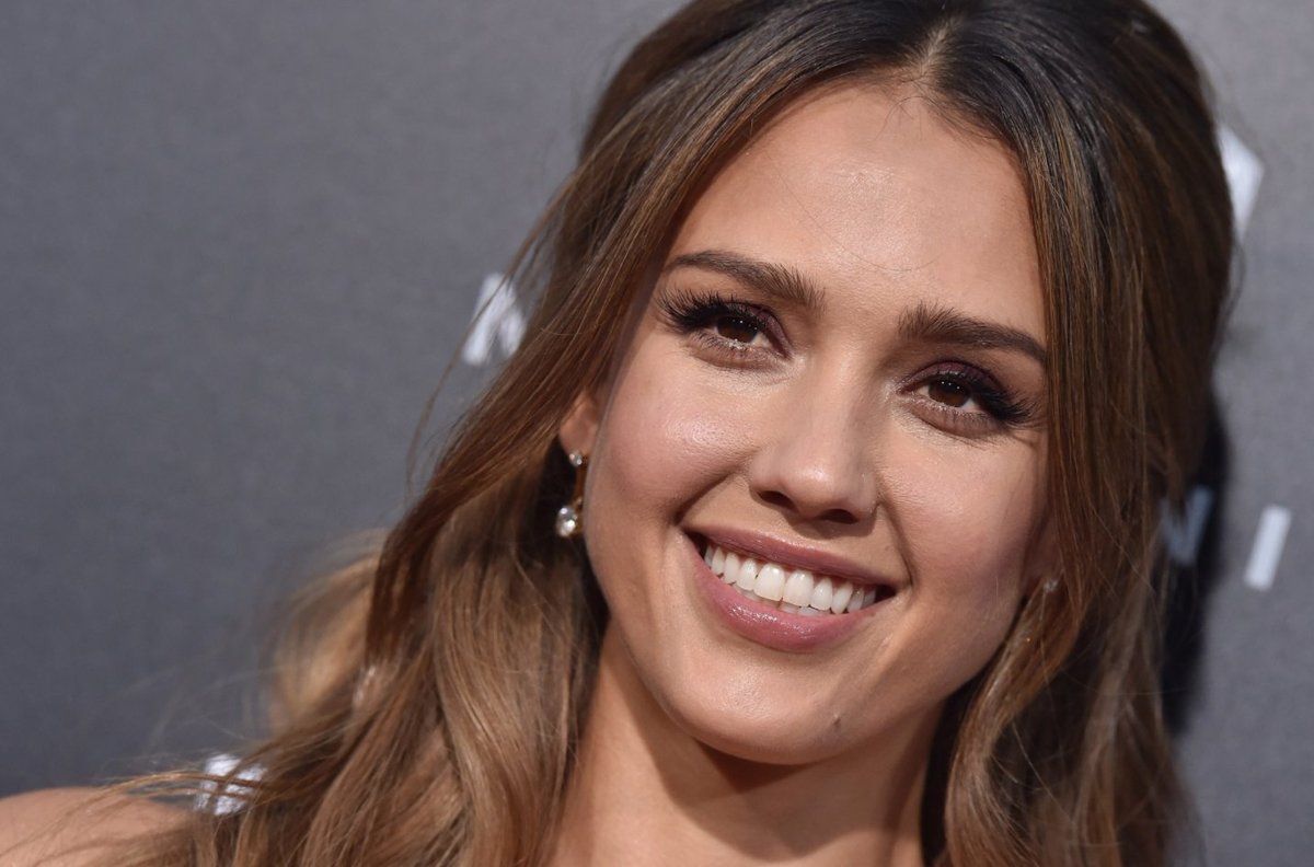 RT @BritandCo: Take the stress out of cleaning with @jessicaalba's insanely easy tips. https://t.co/n88zVtbjKF https://t.co/ZdVGVaAB8h