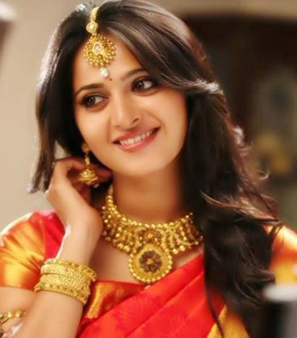 Wishing lady super star and my favourite Anushka shetty a very happy birthday