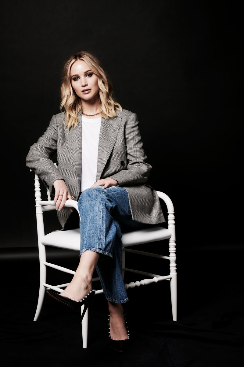 Jennifer Lawrence wears a Ralph Lauren Collection blazer at #DeadlineContenders in Los Angeles. #RLFall2017 https://t.co/G4dDDE2UCQ