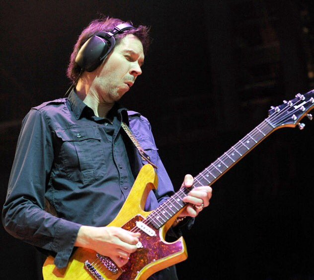 Happy Birthday to Paul Gilbert,one of my favourite guitarists \\m/...