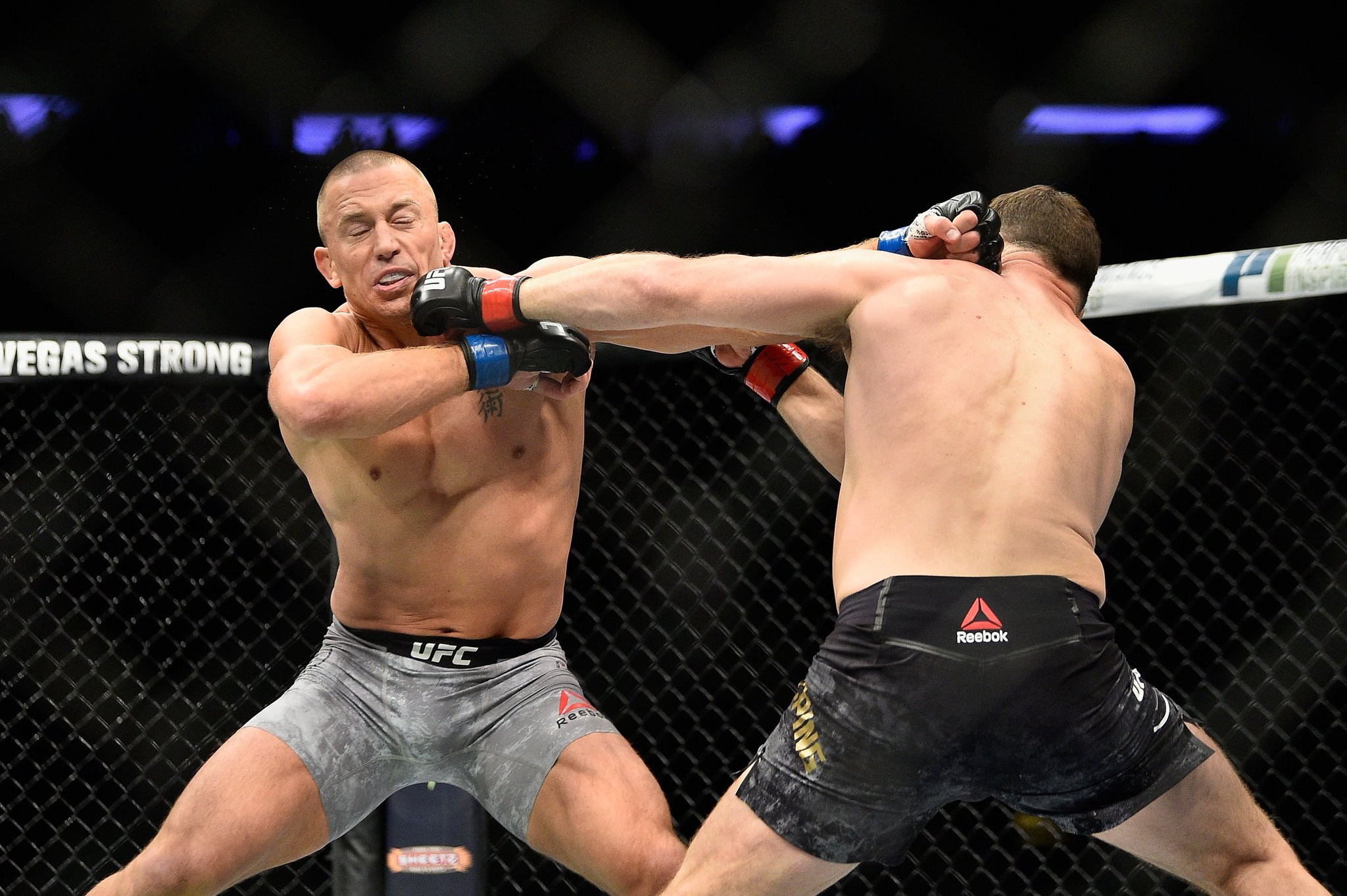 RT @UFCEurope: We go into the third round! How are you scoring Michael Bisping vs. Georges St-Pierre at #UFC217? https://t.co/2pAWbrzopY