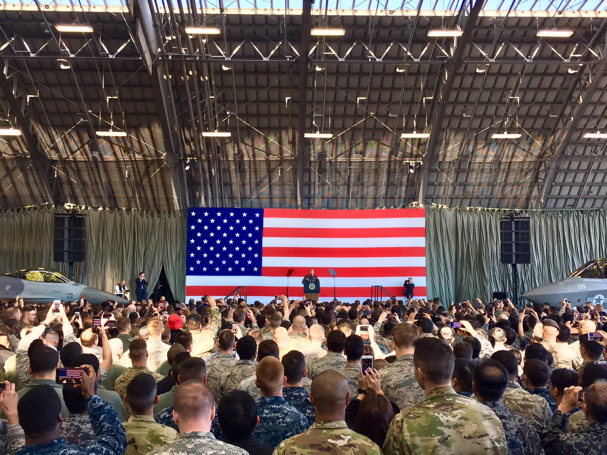 .@POTUS speaks to our brave men and women at Yokota Air Base - thank you for your selfless service! #POTUSInAsia https://t.co/dPPD2pSeYW