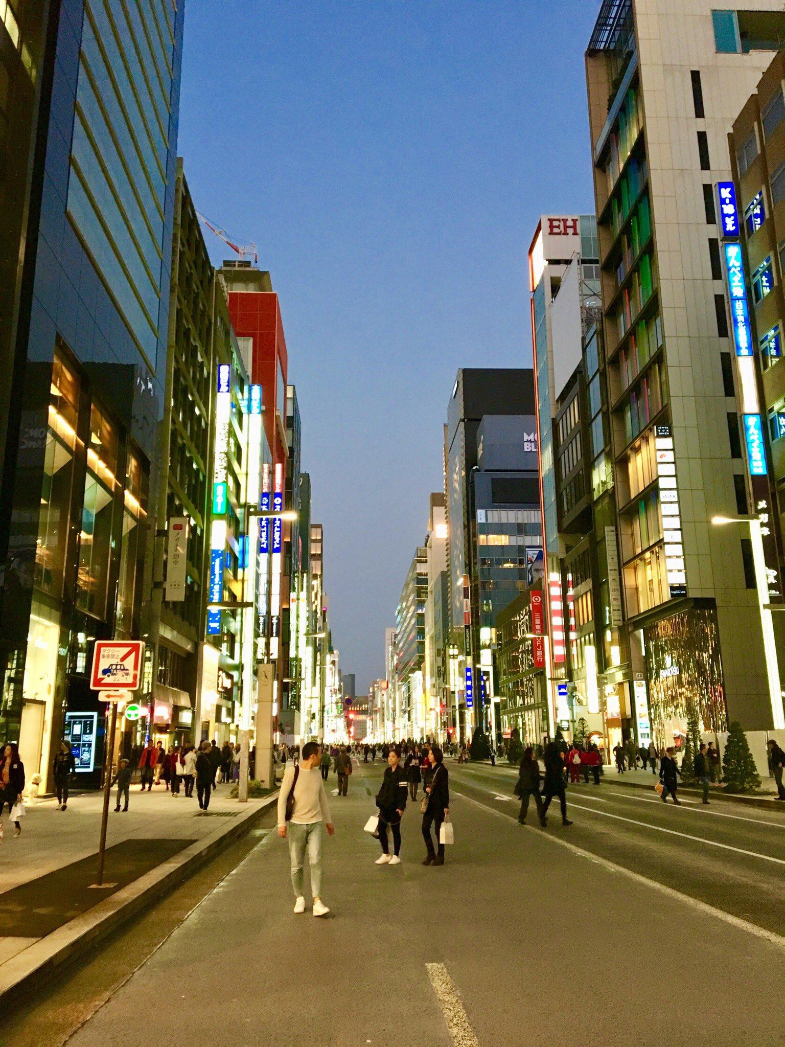 Streets of Tokyo. #POTUSInAsia https://t.co/b7foTPVPb8