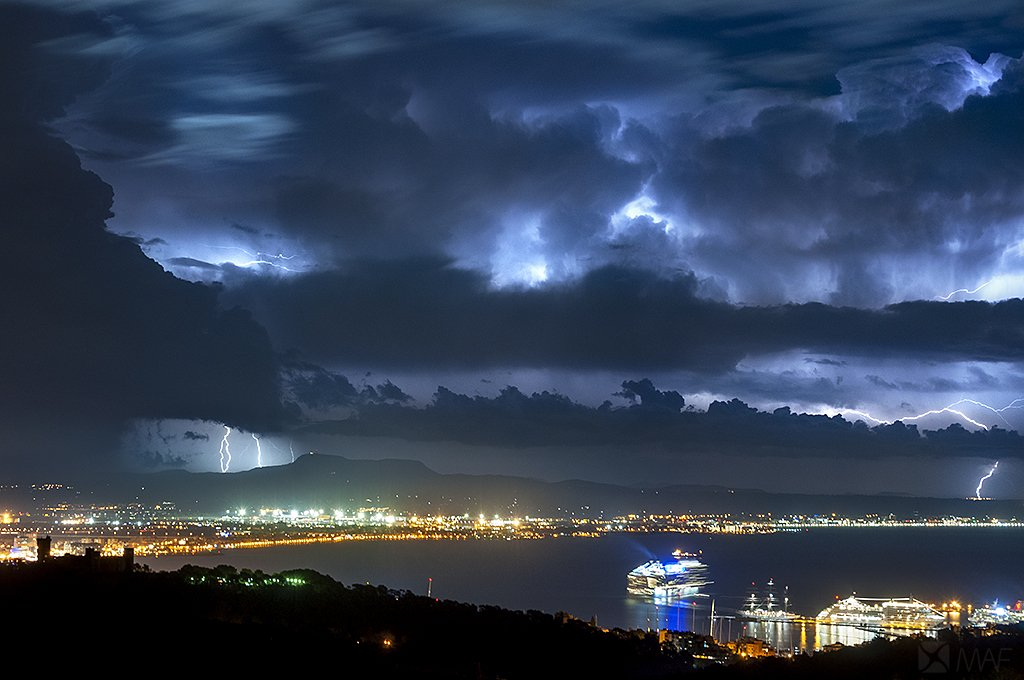 Que foton de la bahía de Palma https://t.co/YFhMsXF33j