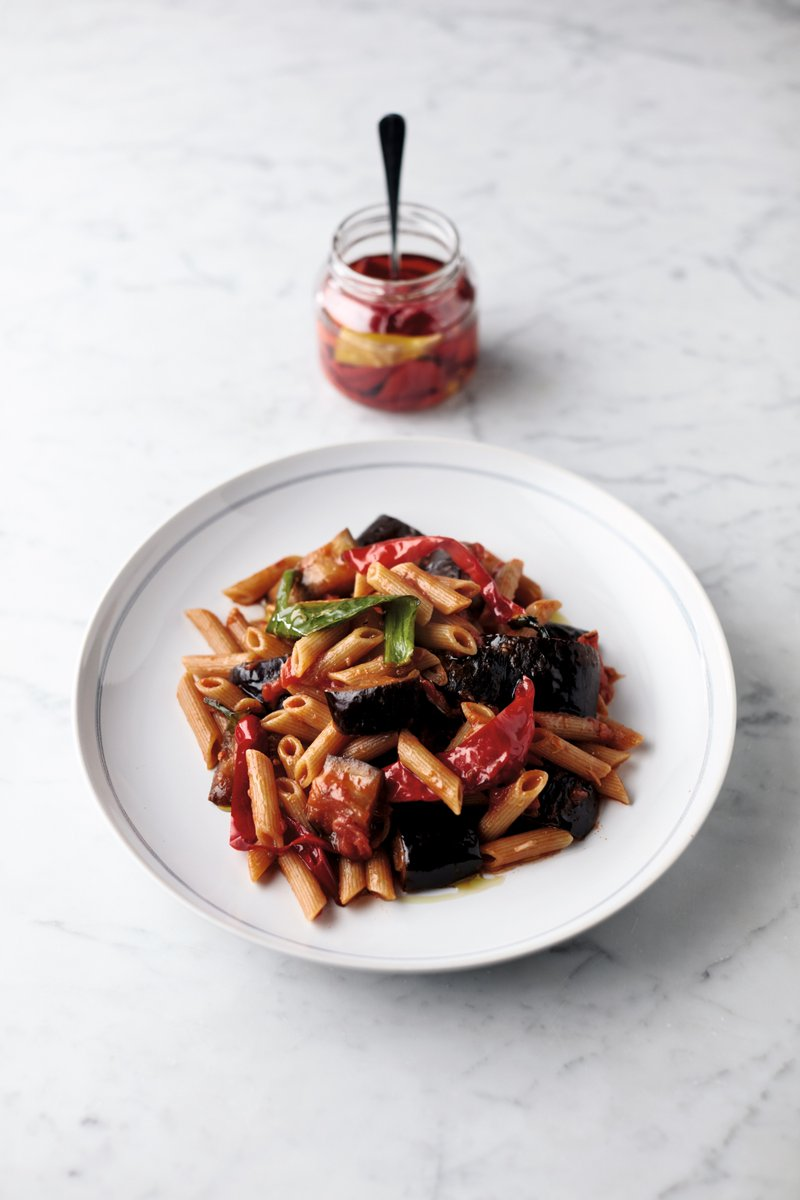 ???? + ???? + ???? = Jamie's veggie Aubergine Penne Arrabbiata! Recipe from #QuickAndEasyFood: https://t.co/qq7sFytHSR https://t.co/zGGeAKcaZw