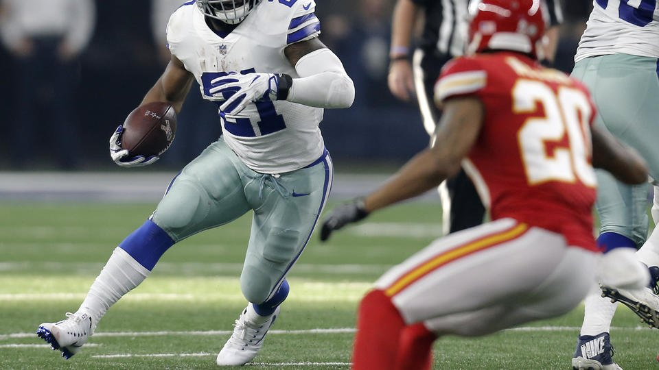 Elliott helps Cowboys top Chiefs, goes back to legal limbo