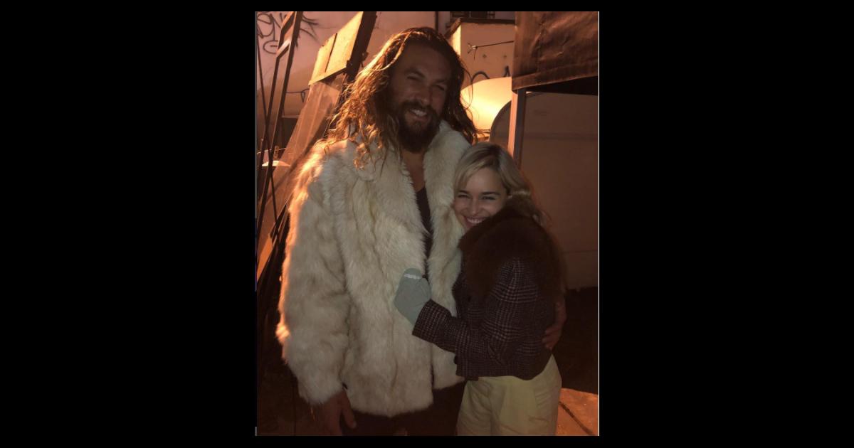 Emilia Clarke. Foto do site da Pure Break que mostra De Game of Thrones, Emilia Clarke e Jason Momoa se reencontram e fãs surtam!