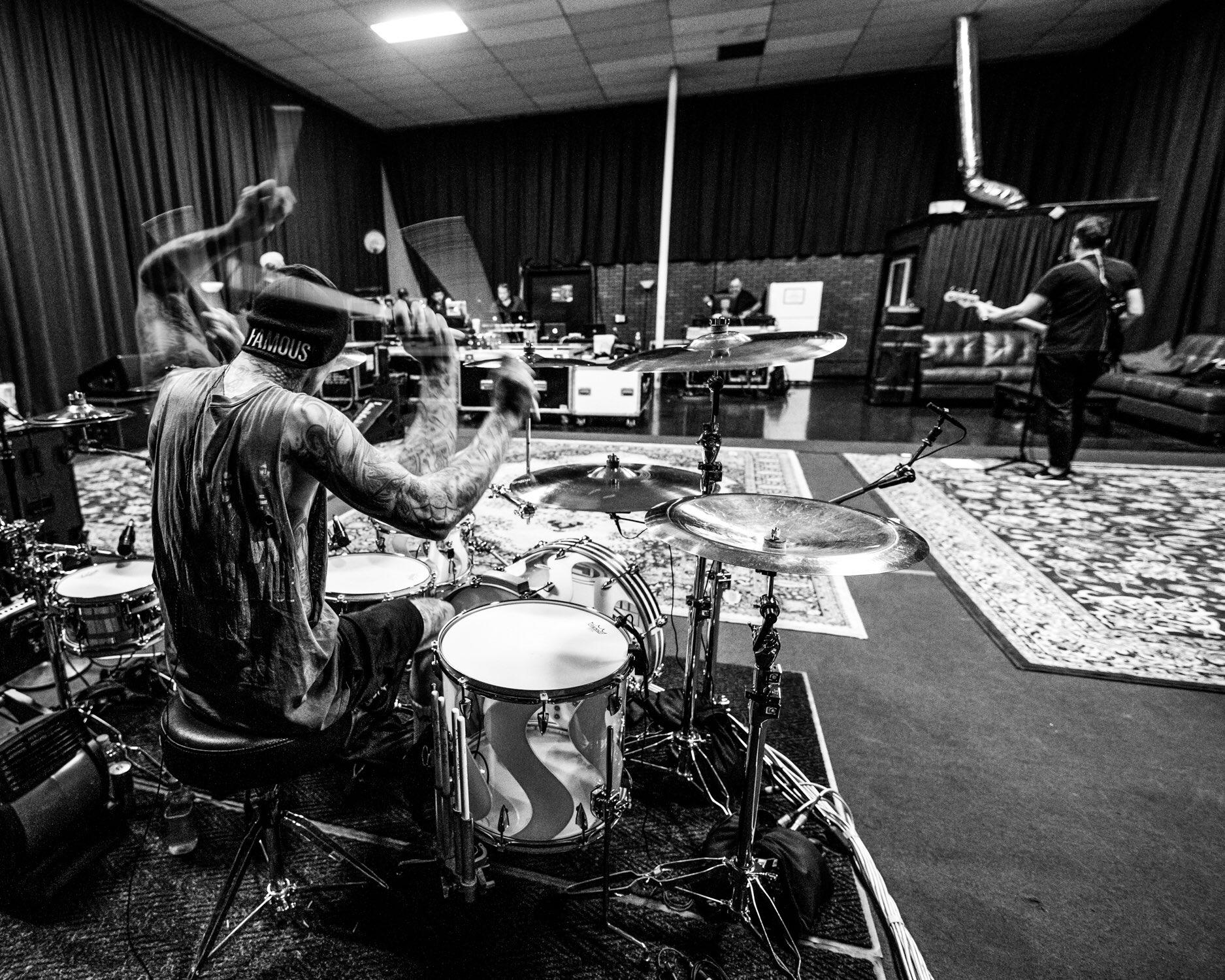 Rehearsals @blink182 @ChesterBe tribute ���� https://t.co/umcqwjC2bK