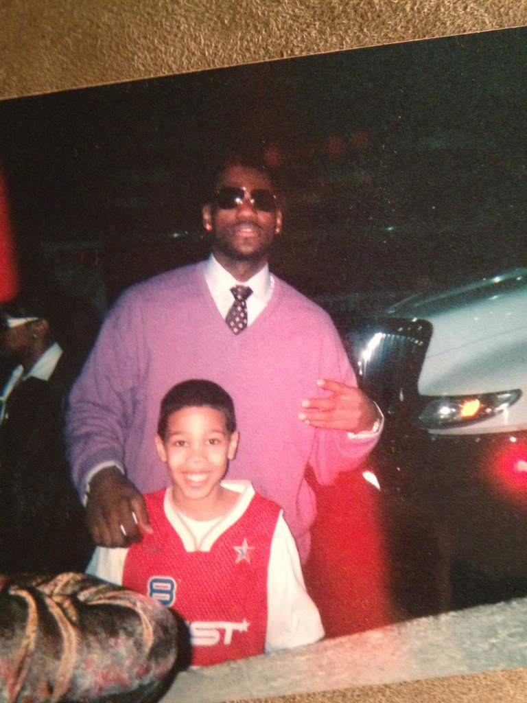 LeBron James poses with 14-year-old Jayson Tatum (pic via @OnlyInBOS). https://t.co/lKUmzHqUwJ