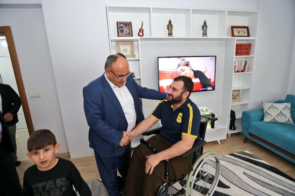 15 Temmuz Gazimiz Ahmet Kahraman bey'i Ümraniye Tepeüstü mahallemizdeki evinde ziyaret ettik. https://t.co/fIht5aQar7