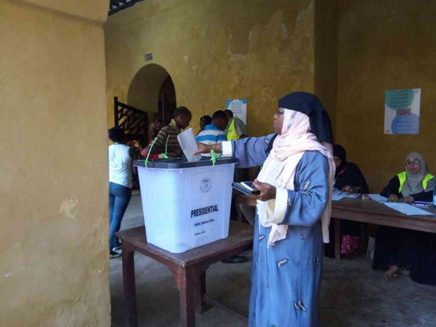 Low numbers as Lamu votes, plane used in terror-prone areas