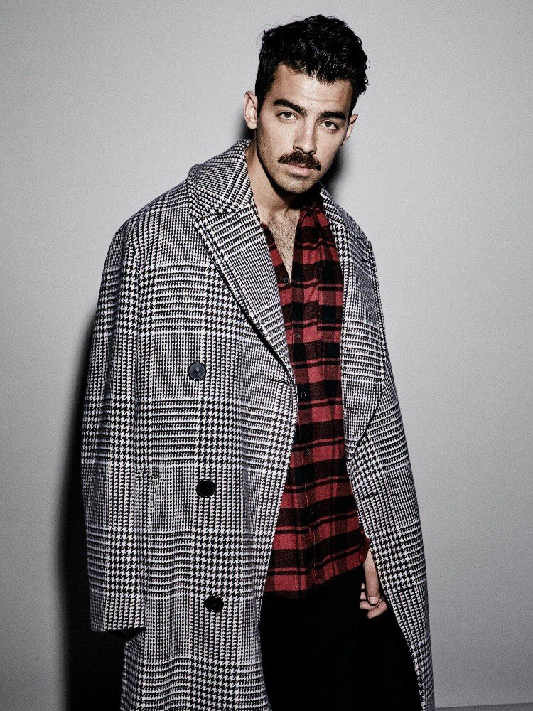 More from @voguemexico #VogueHombre Photographer: @jasonkibblerstudio Stylist: @valecollado ������ https://t.co/maAUzuep5q